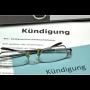 Kündigungsschreiben mit Brille